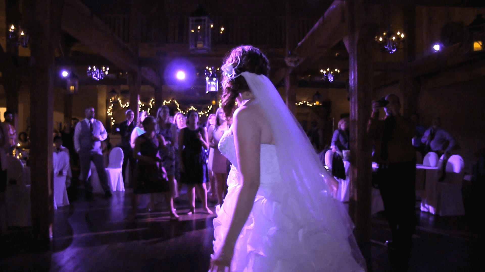 Bride-Flower-Toss-Look-Back